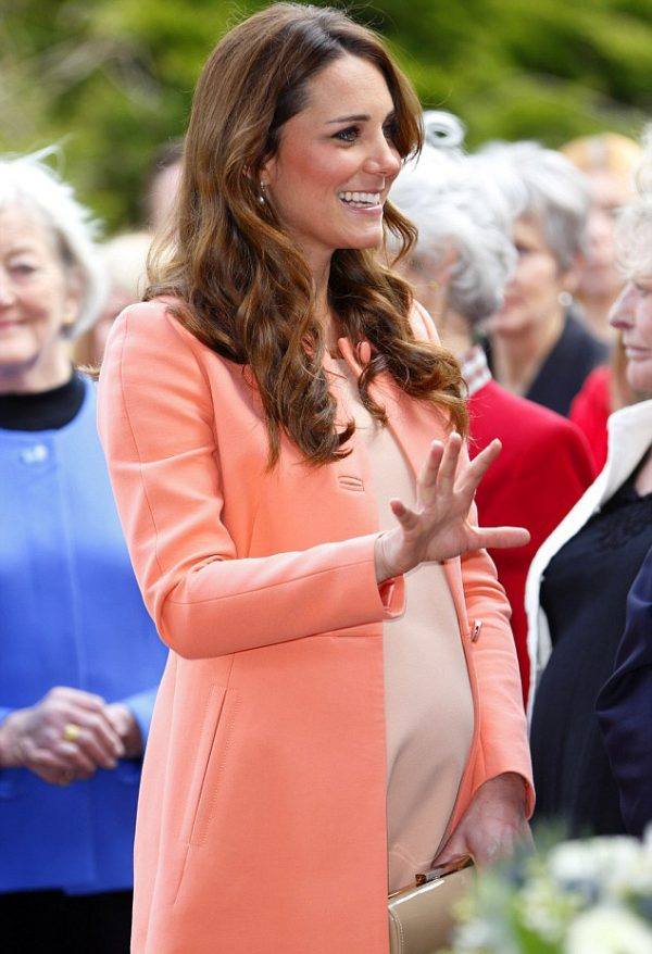 Celebrità incinte di famiglie nobili: la duchessa incinta Kate Middleton