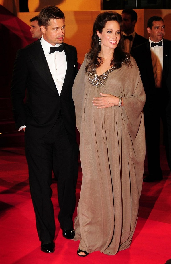 Stars d'Hollywood enceintes: l'actrice enceinte Angelina Jolie