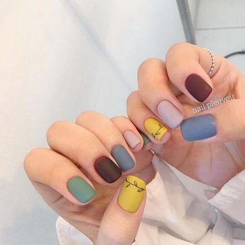 Fotos de unhas decoradas multicoloridas 2021